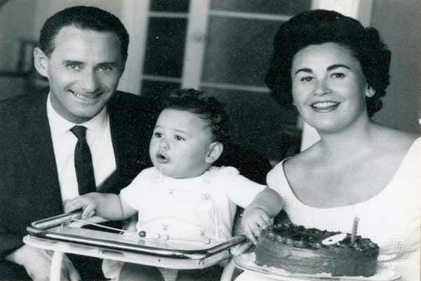 لالي سولوكوف وغيتا وابنهما