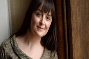 لا تخجل المؤلفة Aoife Abbey من التعبير عن ضعف شخصي من خلال نافذتها إلى العالم الداخلي لطبيب صغير