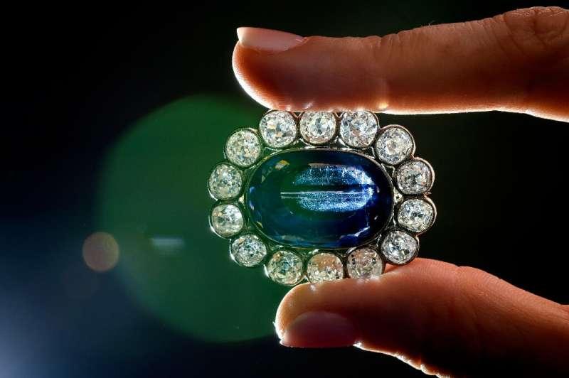 بيع حلي لابنة نابوليون في مزاد مقابل 1,65 مليون دولار