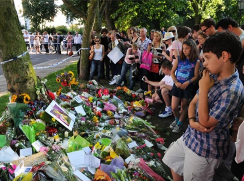 محبّو إيمي واينهاوس يكرّمون ذكراها في لندن بعد 10 سنوات على وفاتها