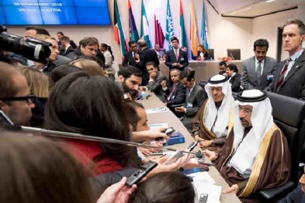 وزير الطاقة السعودي خالد الفالح خلال اجتماع أوبك