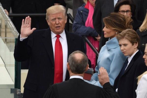 ترامب أثناء أداء اليمين الدستورية