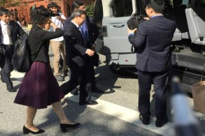 نائب وزير التجارة الصيني وانغ شوين خلال مغادرته مقر المحادثات التجارية في واشنطن بتاريخ 23 أغسطس 2018