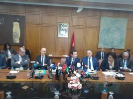 وزير الاقتصاد والمالية  المغربي محمد بنشعبون وقيادات الوزارة خلال المؤتمر الصحفي