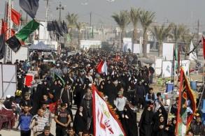 آلاف الإيرانيين يعبرون الحدود العراقية للمشاركة في شعائر أربعينية الامام الحسين في كربلاء