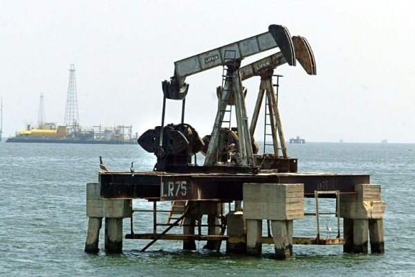 أسعار النفط تراجعت بنسبة حوالى عشرين بالمئة خلال شهر واحد