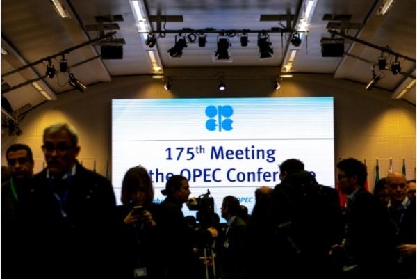 الصحافيون في المؤتمر الـ 175 لمنظمة الدول المصدرة للنفط