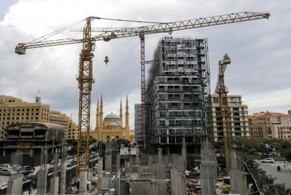 صورة التقطت في 26 نوفمبر 2018 لورشة بناء متوقفة في وسط بيروت قرب مسجد محمد الامين