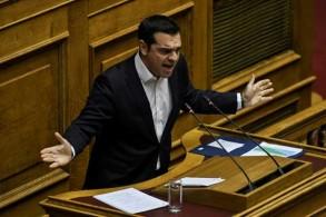 رئيس الوزراء اليوناني أليكسيس تسيبراس يتحدث في البرلمان في أثينا في 18 ديسمبر 2018