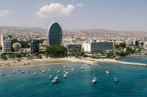 تتمتع قبرص بعلاقات جيدة مع معظم الدول العربية ودول الخليج بالتحديد