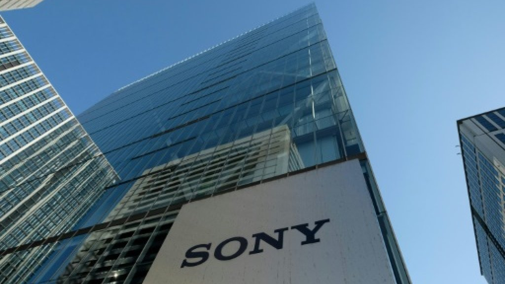 شعار سوني فوق مدخل مقر الشركة اليابانية في طوكيو في 23 يناير 2019 ا ف ب/ارشيف