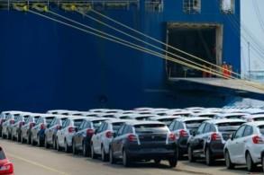 سيارات سوزوكي معدة للشحن في ميناء برميرهافن شمال ألمانيا في 1 حزيران/يونيو 2018