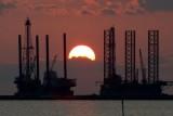 سعر النفط يتخطى 75 دولارًا للبرميل لأول مرة منذ نهاية أكتوبر