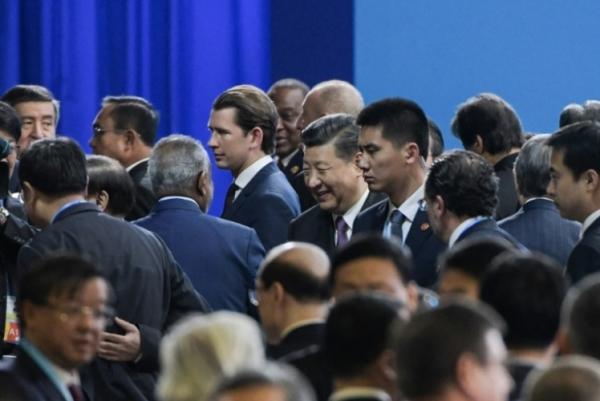 الرئيس الصيني شي جينبينغ يرحب بالمشاركين في اجتماع