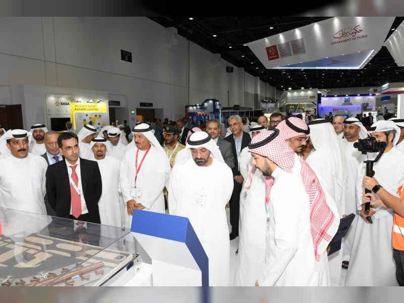 الشيخ أحمد بن سعيد آل مكتوم رئيس هيئة دبي للطيران مفتتحا أعمال الدورة التاسعة عشرة لمعرض المطارات في دبي