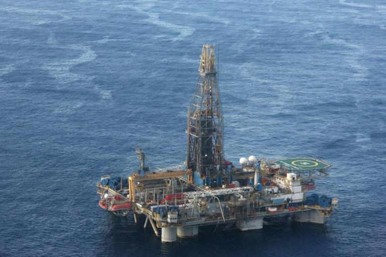 صورة نشرت بتاريخ 21 نوفمبر 2011 تظهر منصة للتنقيب عن المحروقات قبالة السواحل القبرصية