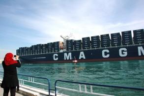 52 سفينة تعبر المجرى الملاحي لقناة السويس