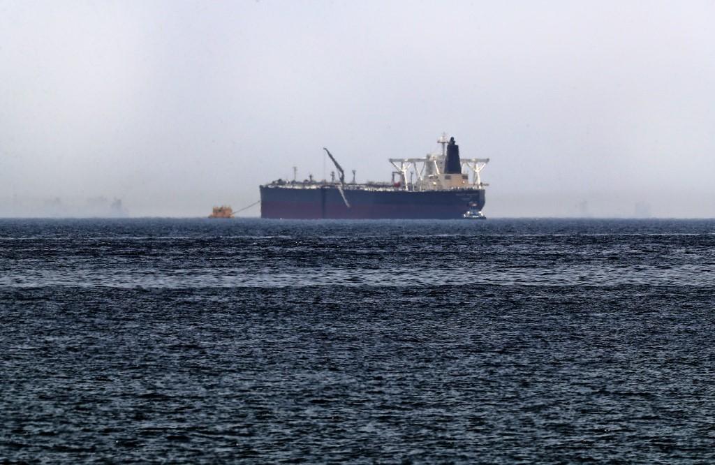 صورة أرشيفية لاحدى ناقلات النفط التي تعرضت للتخريب قبالة سواحل الفجيرة