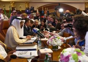 الفالح متحدثا للصحافيين غداة اجتماع لأوبك وشركائها في جدة