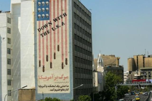 جدارية معادية للولايات المتحدة على مبنى في وسط العاصمة الإيرانية طهران في 23 نيسان/ابريل 2019