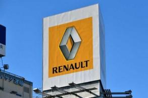 شعار مجموعة رينو على وكالة لبيع السيارات في طوكيو في 23 نوفمبر 2018