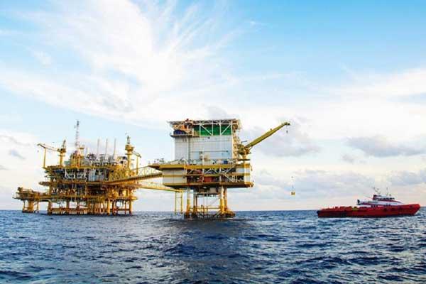 صورة لأحد حقول البترول البحرية
