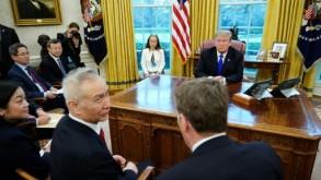 الرئيس الأميركي دونالد ترمب ونائب رئيس الوزراء الصيني ليو هي في البيت الأبيض في 22 شباط/فبراير 2019 اف ب/ارشيف