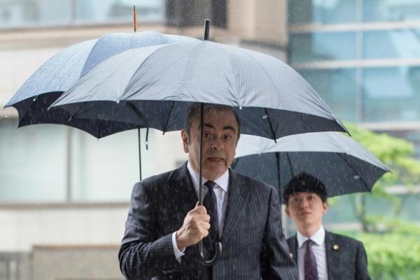 رئيس مجلس ادارة نيسان السابق كارلوس غصن يصل الى المحكمة في طوكيو في 24 يونيو 2019