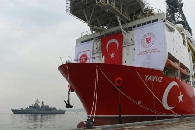 السفينة التركية يافوز للتنقيب عن الغاز في ميناء ديلوفاسي قرب اسطنبول