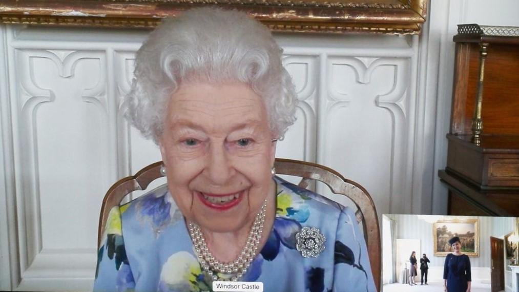 الملكة اليزابيث تتقبل أوراق اعتماد سفيرة لاتفيا