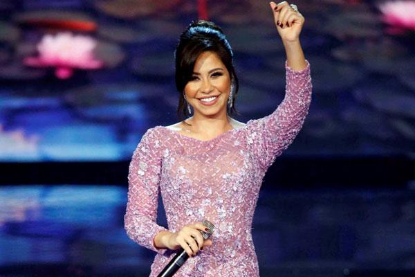 شيرين تعتذر من الجمهور وتشيد بحكام Arab Idol