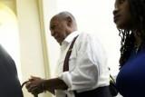 حكم بسجن الممثل الأمريكي بيل كوسبي بعد إدانته بالاعتداء الجنسي
