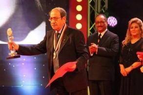 دريد لحام يستلم جائزة الفيلم
