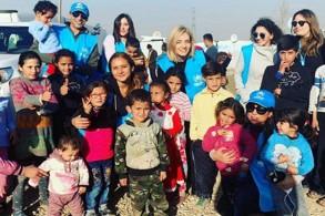 نيللي كريم مع الأطفال في المخيم