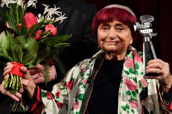 المخرجة الفرنسية بعد استلام تكريمها في مهرجان برلين