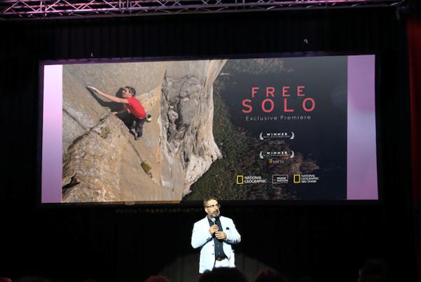ملصق الفيلم الدعائي على شاشة العرض