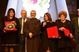 الكاثوليكي للسينما يُكرِّم النجوم في يوم العطاء