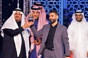 ناجي ابو عساف يستلم جائزة الشعر الشعبي العربي