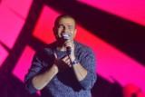 عمرو دياب يقدّم أغنية جديدة في حفل الجامعة الأميركية