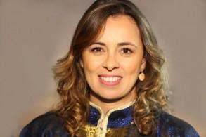 الاعلامية المغربية عزيزة نايت سي بها