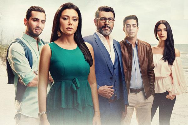 رانيا يوسف مع فريق العمل