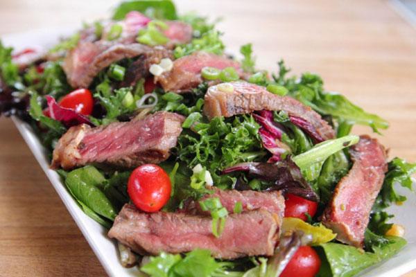 سلطة شرائح اللحم (Steak Salad)