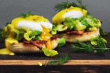 برغر البيض باللفت واللحم المقدد