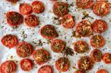 الطماطم المشوية لوجبةٍ خفيفة