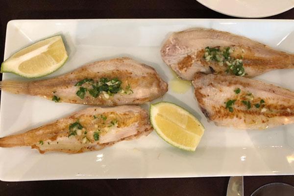 سمك الصول بالثوم والزبدة