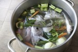 مرق السمك سهل التحضير في مطبخكم