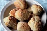 لفائف الخبز الطازج