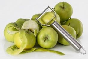 التفاح يختزن الفيتامينات تحت قشرته