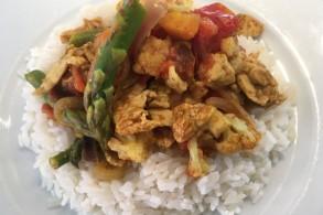 الدجاج الحلو والحار مع الأرز