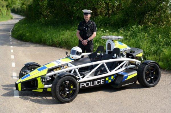أتوم....سيارة الشرطة البريطانية